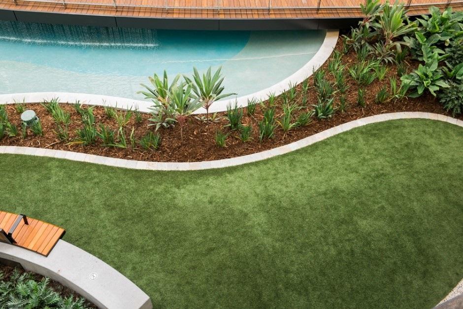 Moderne tuin met organische vormen