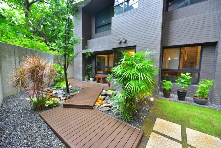 Tuin met houtlook vlonders